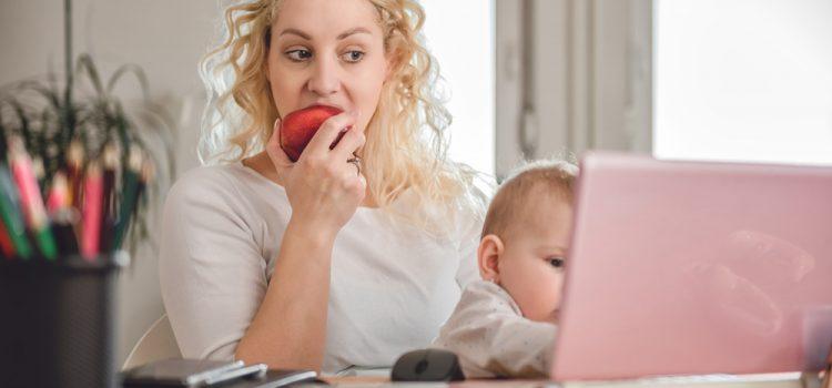 Bébé et télétravail, deux devoirs en même temps