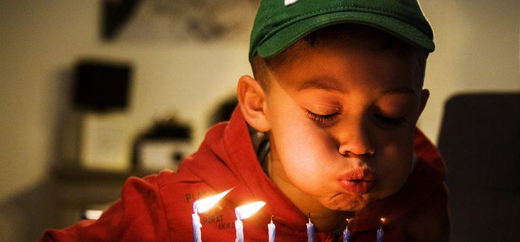 Astuces pour organiser un anniversaire sur le thème pompier/policier